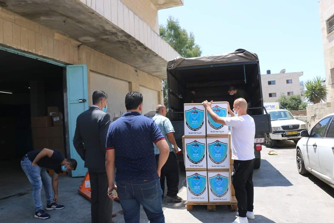 Delivering test kits to the PA ministry of health (Facebook page of journalist Samer al-Sharawi, July 26, 2020).