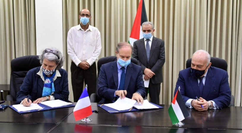 France gives the PA financial support, €1.3 million to be allotted to the PA ministry of health (Ma'an, July 23, 2020).