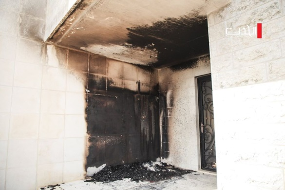 Results of the fire in the mosque and graffiti on the mosque wall (Facebook page of the al-Hadath website, July 27, 2020).