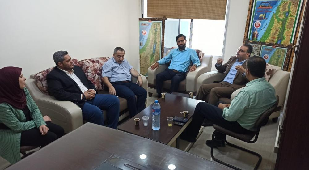Delegation from Hamas' information department visits the offices of Ma'an TV in Gaza City (Safa, July 23, 2020).