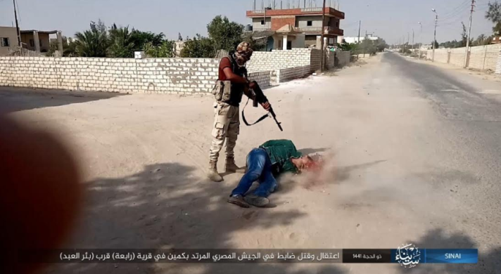 Execution of the Egyptian officer by an ISIS operative (Telegram, July 28, 2020)