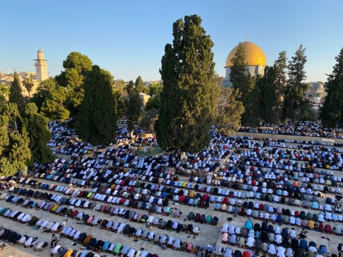 Mass Eid al-Adha prayer on the Temple Mount with no social distancing (Wafa, July 31, 2020).