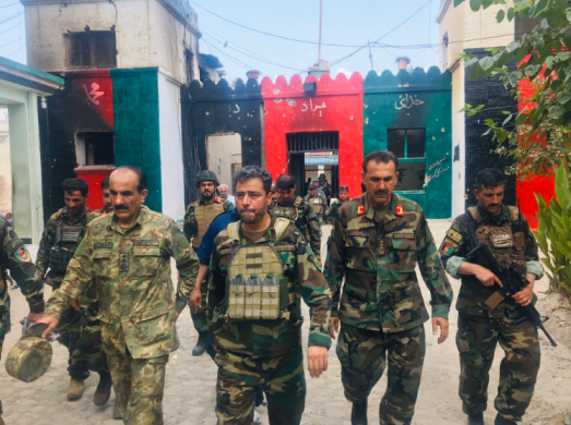 Afghan army soldiers inside the jail compound in Jalalabad after the attack (Twitter account of Fawad Aman, August 3, 2020).
