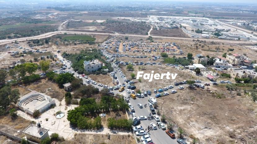 Traffic west of the village of Far'un as Palestinians go to Israel for entertainment and recreation (Facebook page of Fajertv, August 7, 2020).