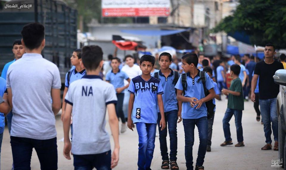 Students on their way to school (Facebook page of photojournalist Anas al-Sharif, August 8, 2020).