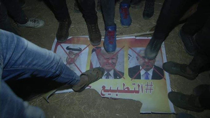 "Exploiting the night harassments to condemn the UAE. The caption reads, ""al-Qassem Units."" According to a poster to the Paldf forum, the sign was created by the Night Harassment Units of the Democratic Front for the Liberation of Palestine (DFLP).( Right: Paldf, August 15, 2020; Left: Palinfo Twitter account, August 15, 2020)."
