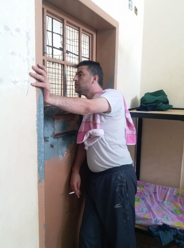 Photo published by Salah Ghabn from the isolation center with the caption: photo in the prison cell. Sorry, I mean quarantine (Salah Ghabn's Facebook page, August 13, 2020)