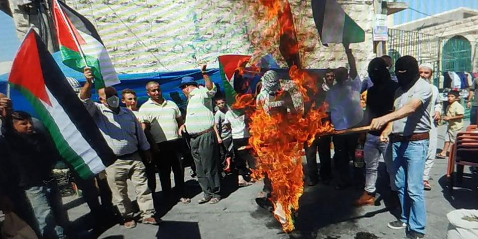 UAE flag burned at a demonstration in the village of Yatta (QudsN Facebook page, August 14, 2020).
