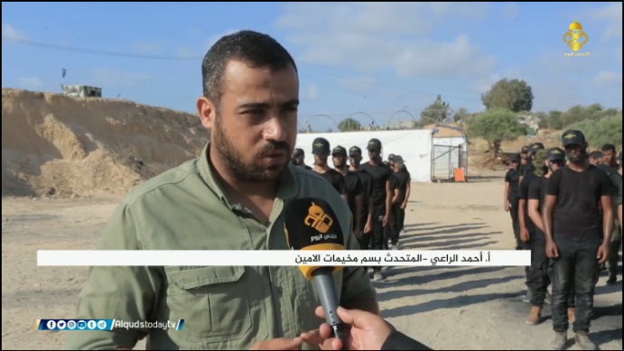 Ahmed al-Ra'i, the camps' spokesman. Behind him are youths marching in file (Facebook page of the al-Quds al-Yawm channel, August 15, 2020).