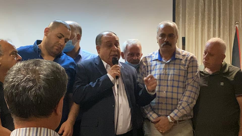 People, including the governor, not wearing masks and not maintaining social distancing during the reconciliation ceremony (Facebook page of the governor of the Nablus district, August 17, 2020)