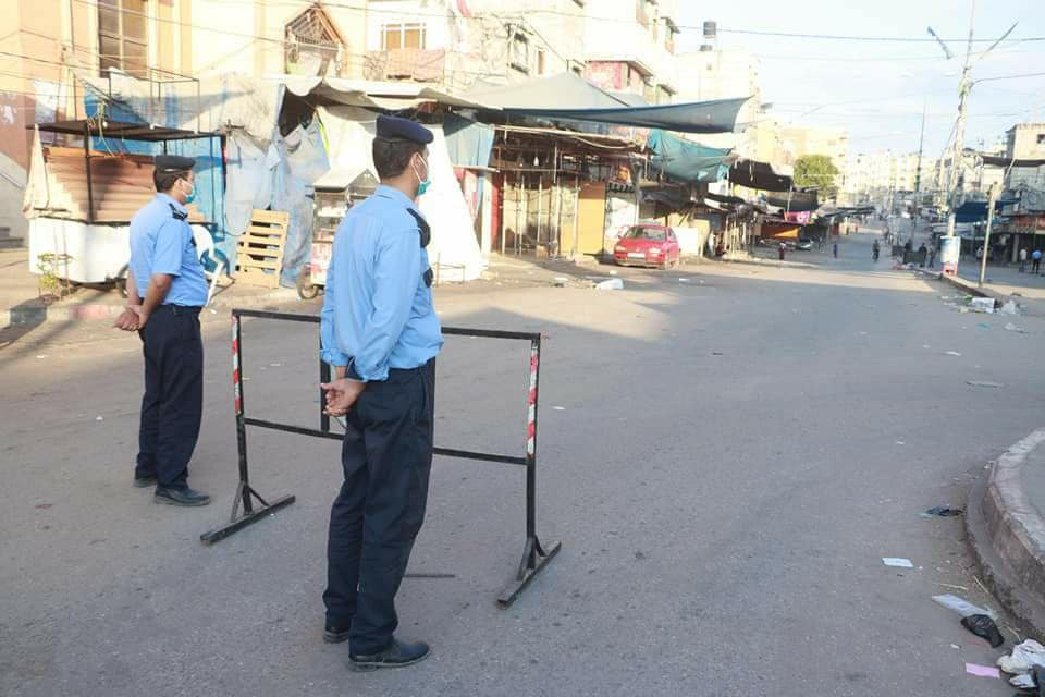 Hamas security operatives deployed in the streets to enforce the shutdown imposed following the detection of Covid-19 cases inside the Gaza Strip (Facebook page of the ministry of the interior in Gaza, August 27, 2020.)