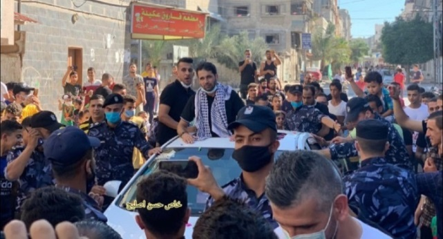 Despite the lockdown, a mass reception is held to welcome Ibrahim al-Bitar, released from an Israeli jail after 17 years (Twitter account of journalist Hassan Aslih, August 27, 2020).