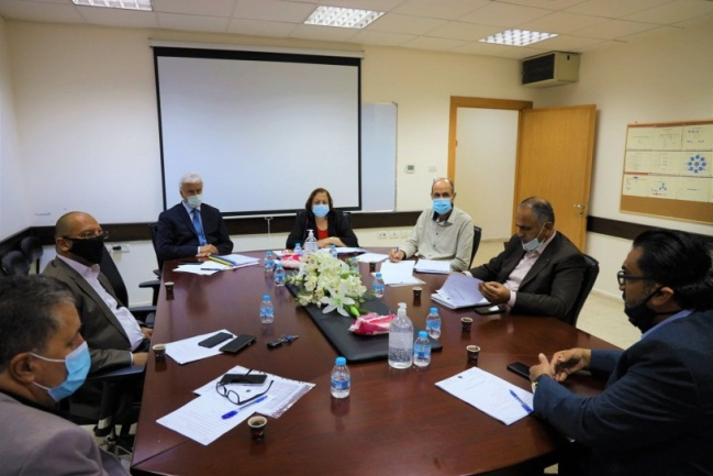 The minister of health meets with teams of experts to discuss opening the elementary schools (Facebook page of the ministry of health in Ramallah, August 26, 2020).
