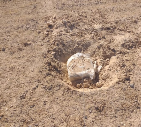 An ISIS IED found by Iraqi army soldiers (Facebook page of the Iraqi ministry of defense, August 31, 2020).