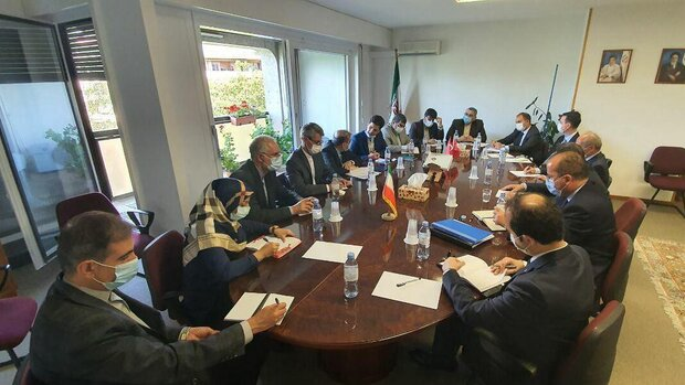 The meeting between the Iranian delegation headed by the adviser to the Iranian minister of foreign affairs with the Turkish delegation headed by the deputy foreign minister (Mehr, August 24, 2020).