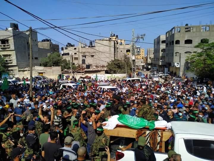 The funeral held in Jabalia for Khalil al-Lubad: some masks, no social distancing (Sawt al-Aqsa Radio Twitter account, September 21, 2020).