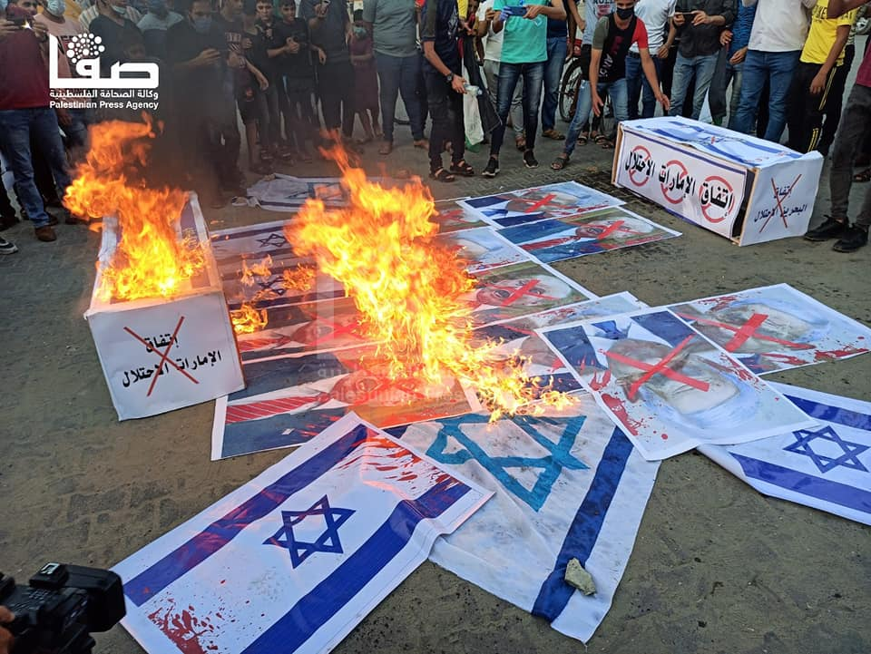 Israel flags burned during a demonstration in Khan Yunis (Safa Facebook page, September 15, 2020).