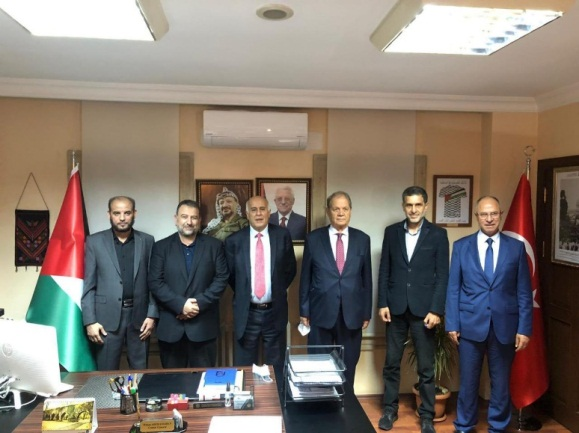 The Hamas and Fatah delegations at the talks in Turkey. No masks, no social distancing (Twitter account of Muneir al-Jaghoub, head of the media office of Fatah's bureau of mobilization and organization, September 24, 2020).