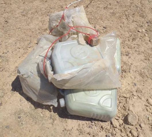 Two IEDs consisting of canisters of plastic explosives found by the Iraqi army in northwestern Ramadi (Facebook page of the Iraqi Defense Ministry, September 26, 2020)