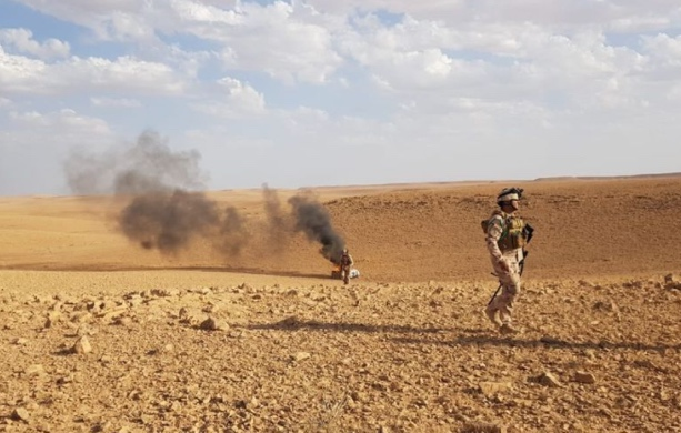 Iraqi soldiers near one of the burning ISIS vehicles (Facebook page of the Iraqi Ministry of Defense, October 4, 2020)