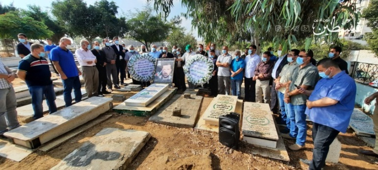 Ceremony held at the graves of Ahmed al-Jabari and Mazen Fuqahaa (Palestine Online Twitter account, October 18, 2020).