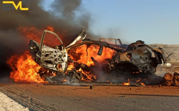 Car going up in flames after being attacked by the American UAV (Edlib Media Center –EMC, October 15, 2020). Left: Passersby watching the burning car (Akhbar al-Aan 24 YouTube channel, a news website operating from the UAE, October 16, 2020)