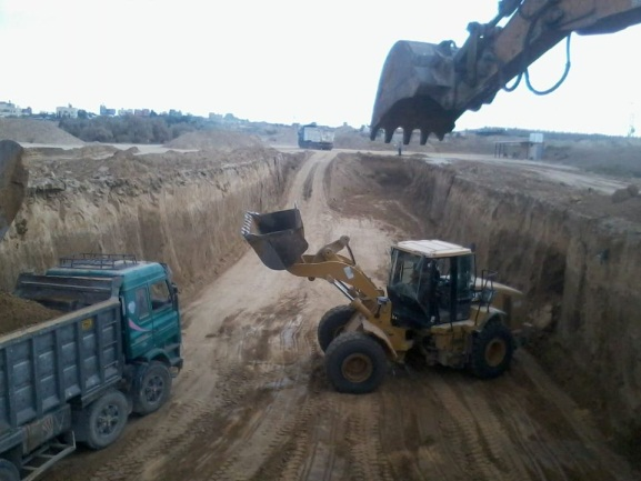 Earthworks for the construction of fuel reservoirs on the Gaza Strip-Egypt border (Facebook page of the ministry of local government, Gaza, October 6, 2020).