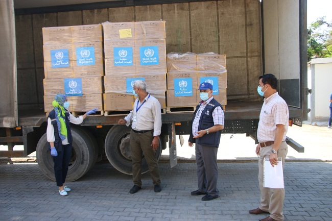 The shipment of swabs for the Gaza Strip (Facebook page of the W.H.O. in the territories, October 28, 2020).