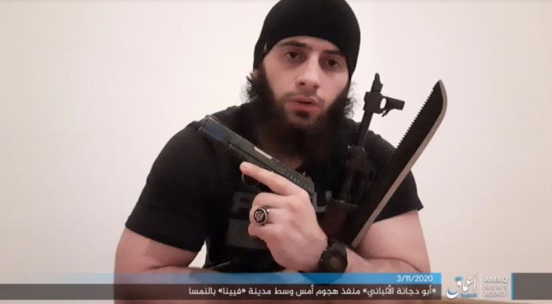Abu Dujana al-Albani, perpetrator of the shooting attack in Vienna on November 2, 2020, while pledging allegiance to ISIS, holding a pistol, a Kalashnikov rifle and a machete (from a video by the Amaq News Agency posted on Telegram, November 3, 2020)