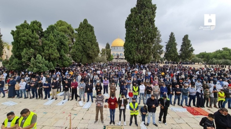 Mass Friday prayer on the Temple Mount. Few masks, no social distancing (AlQastalps Facebook page, November 6, 2020)