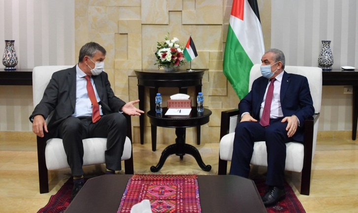 Muhammad Shtayyeh meets with UNRWA representative Philippe Lazzarini (Wafa, November 8, 2020).