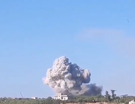 Russian airstrike on the outskirts of the village of Sarja, southeast of Idlib (@De1pIPg5cAKcgtb Twitter account, November 7, 2020)