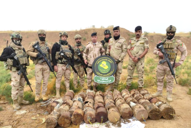 Iraqi army force near the IEDs that were discovered (Facebook page of the Iraqi Ministry of Defense, November 7, 2020)