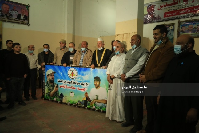 The ceremony in the Gaza Strip. Right: Senior figures. Left: Ziyad al-Nakhalah's recorded speech played at the ceremony (Paltoday, November 16, 2020).