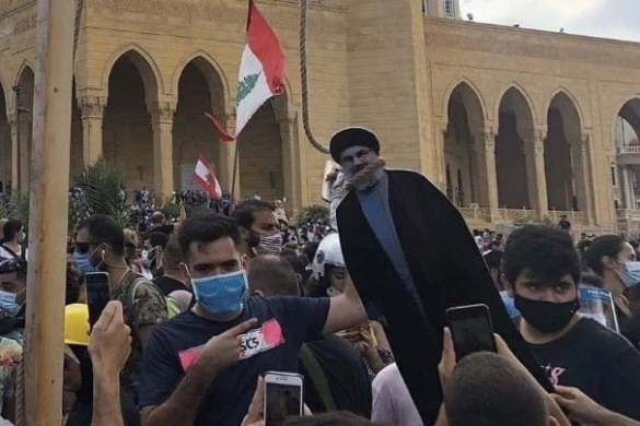 Protesters in Beirut hanging Hezbollah leader Hassan Nasrallah in effigy (Al-Khaleej Post, August 8, 2020)