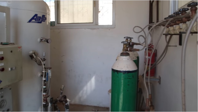 A mobile station for filling oxygen cylinders in the European Gaza Hospital (Facebook page of the European Gaza Hospital, November 18, 2020).