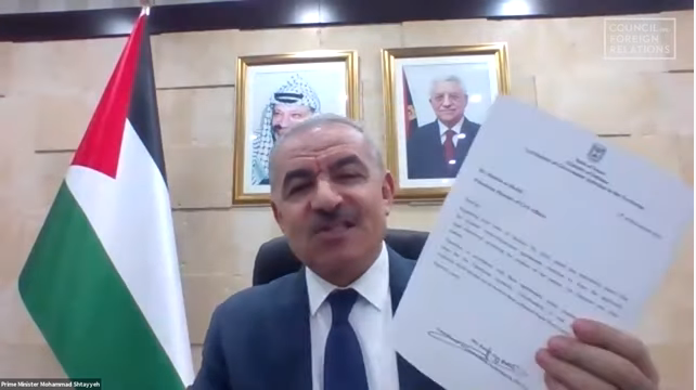 Muhammad Shtayyeh holds the letter during an interview with the American Council on Foreign Relations (YouTube channel of the Council on Foreign Relations, November 17, 2020).