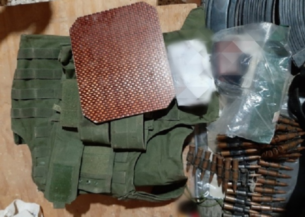 Weapons and equipment of the two ISIS operatives who were apprehended (Twitter account of the SDF Coordination and Military Ops Center, November 18, 2020)