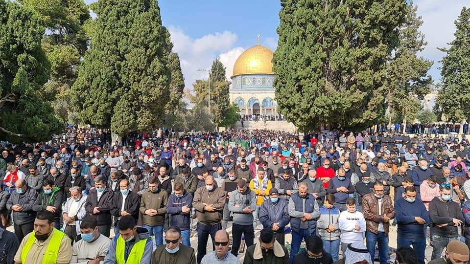 Friday prayer on the Temple Mount. Reportedly, there were 12,000 worshippers. No social distancing, almost no masks (Palinfo Twitter account, November 29, 2020).