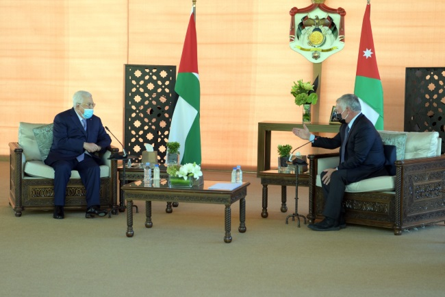 Mahmoud Abbas meets with King Abdallah of Jordan in Aqaba on November 29, 2020 (Wafa, November 29, 2020).