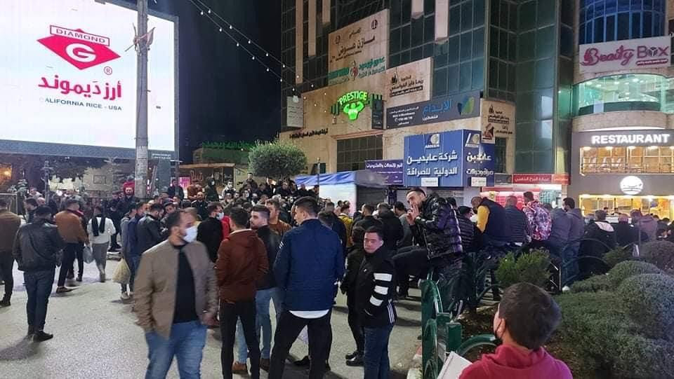Businessmen and store owners demonstrate in Hebron to protest the government decision to impose a full lockdown on the Hebron district (ajyal.fm Facebook page, December 7, 2020).