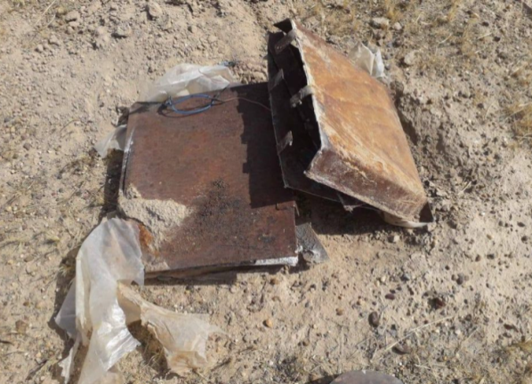 Two IEDs consisting of metal plates, found by the Iraqi army (Facebook page of the Iraqi Defense Ministry, December 3, 2020)