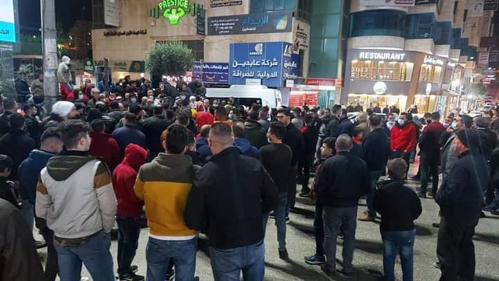 A demonstration in the center of the city of Hebron to protest the Palestinian government decision (Palinfo Twitter account, December 9, 2020).