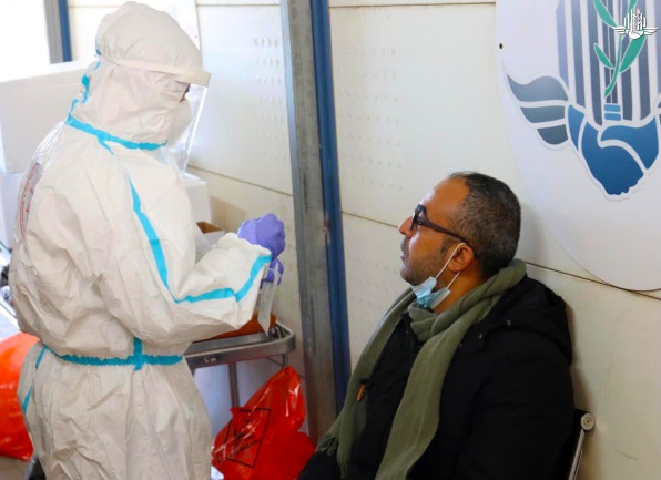 Covid-19 testing for Palestinian workers at the crossings before they enter Israeli territory (COGAT Facebook page, December 9, 2020).