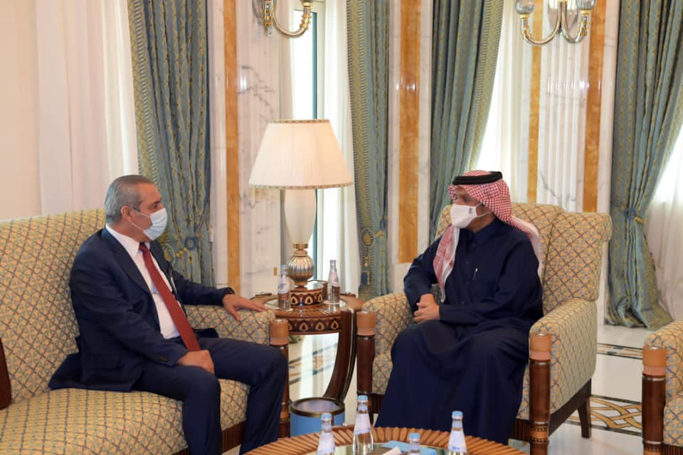 Hussein al-Sheikh, chairman of the PA civil authority, meets with the Qatari foreign minister (Hussein al-Sheikh's Facebook page, December 14, 2020).