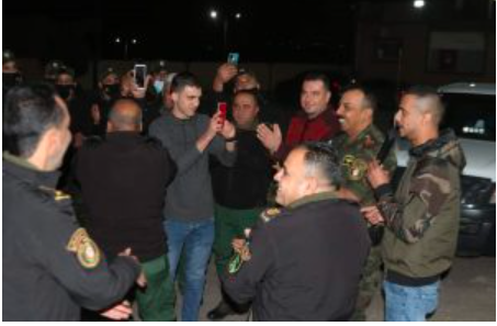Abdallah al-Suidani has his picture taken with operatives of the security forces in Salfit (website of Palestine, the Future, December 27, 2020).