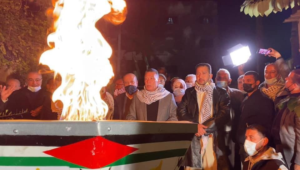 Ahmed Hilles, a member of Fatah's Central Committee, lights the torch (website of Fatah in the Gaza Strip, December 31, 2020).