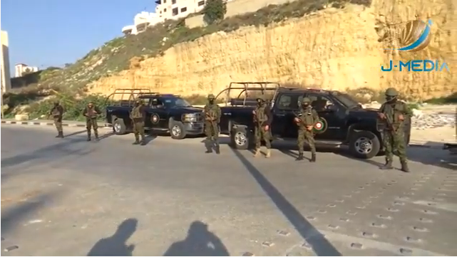 Palestinian security force presence in Kafr 'Aqab after the shooting (Right: Palestine Online Twitter account, January 2, 2021. Left: YouTube, January 3 2021).