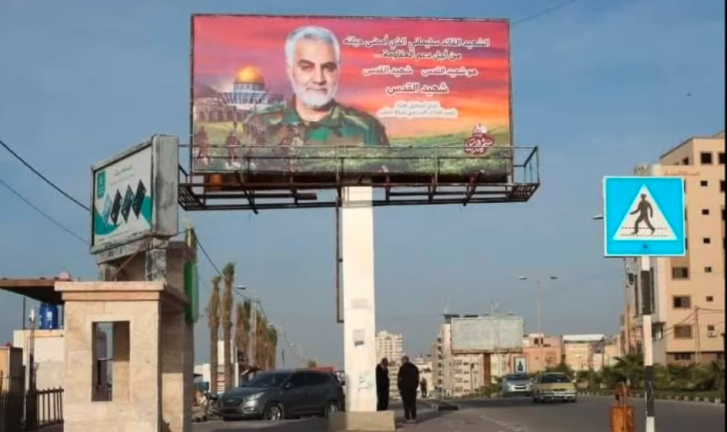 Sign with a picture of Qassem Soleimani put up in Gaza City by the PIJ, the organization which relies most on Iranian aid (YouTube, January 1, 2021).