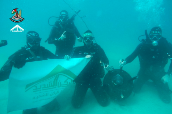 Underwater activity of divers posing with an IED.